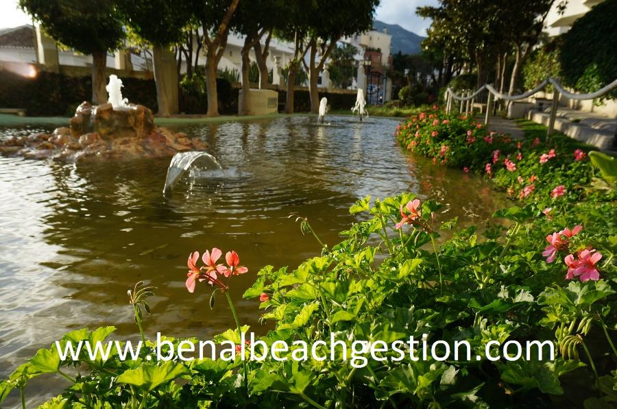 Complejo entorno for Jardines con lagos artificiales